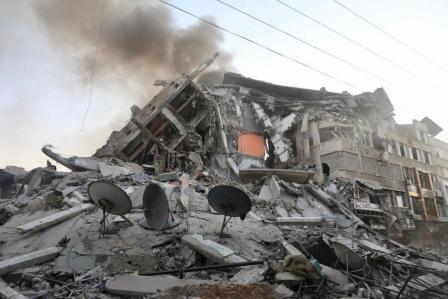 Heavy Israeli bombing pushing Gaza to the edge of catastrophe